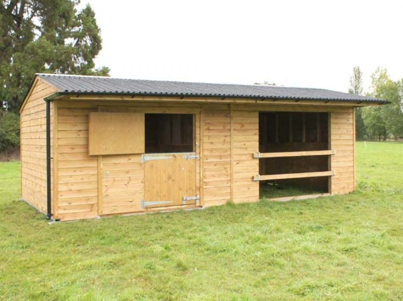 Mobile field shelters and mobile stables Lincolnshire